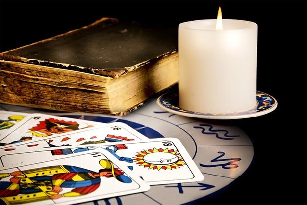 6-Common-Tarot-Myths