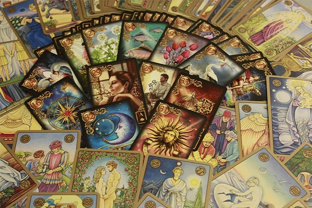 What Is the Difference Between Angel Cards and Tarot Cards