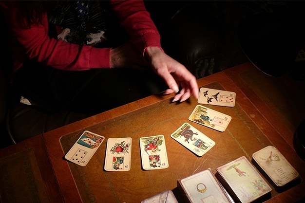 A Guide to Tarot Readings and Numerology
