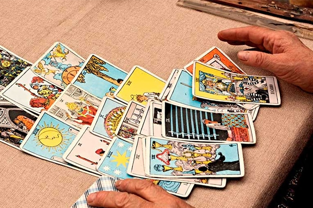 How to Interpret Tarot Cards