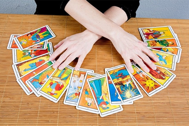 How To Perform A Live Tarot Reading From Anywhere
